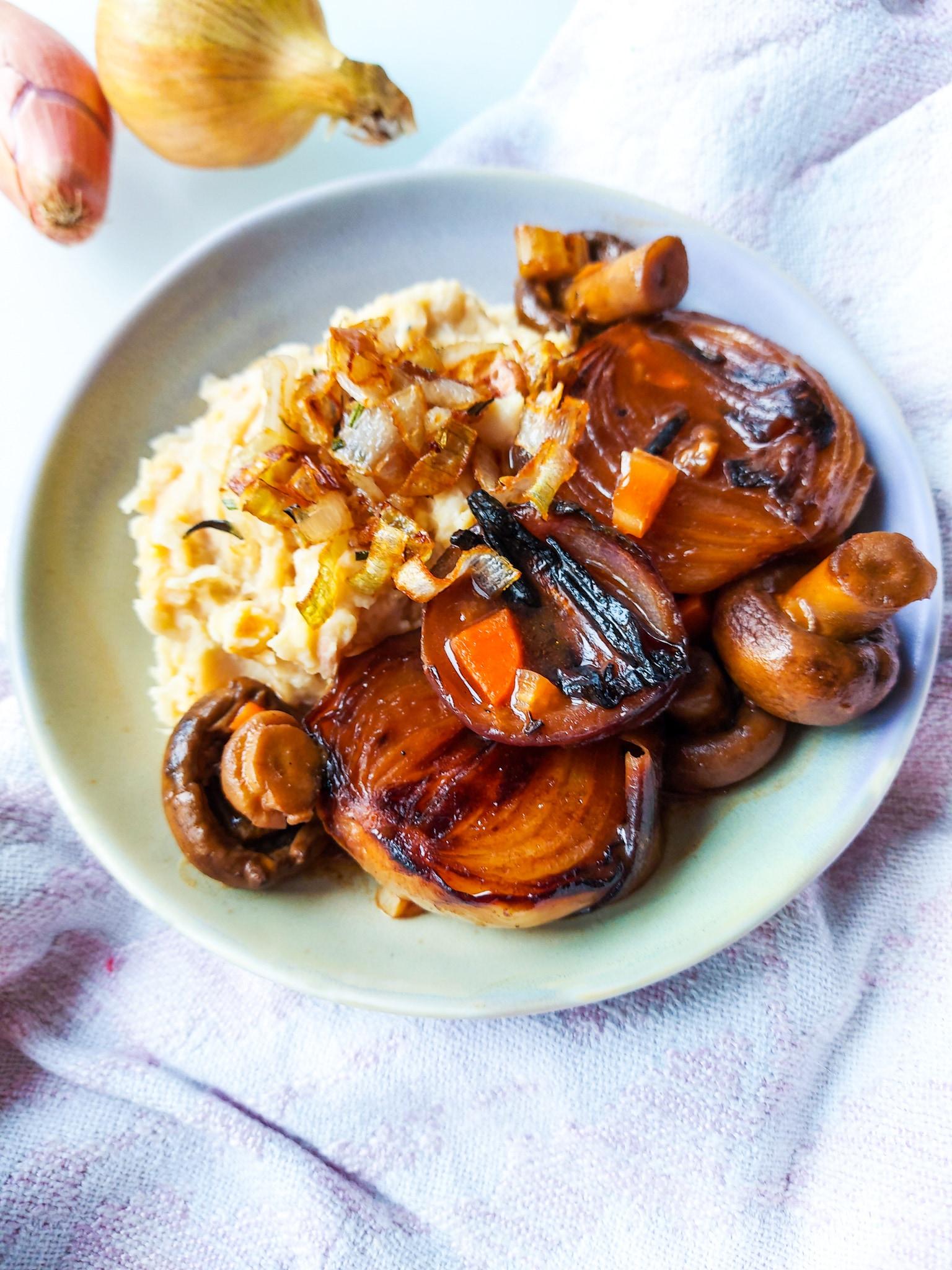 Onion Bourguignon met Witte bonen puree